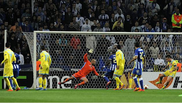 CAPTION CORRECTS PLAYER NAME: Napoli's goalkeeper Pepe Reina, from Spain, fails to stop the opening goal from FC Porto's Jackson Martinez, not pictured, from Colombia during their Europa Leagu