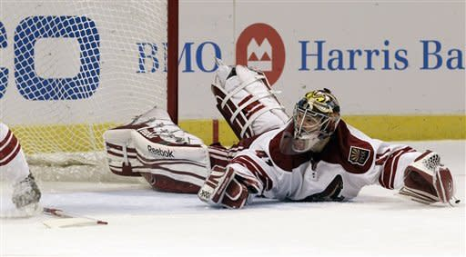 Smith sends Coyotes into second round
