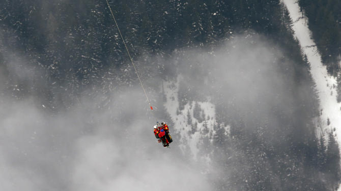 United States'LindseyVonn is airlifted by an helicopter after crashing during the women's super-G course, at the Alpine skiing world championships in Schladming, Austria, Tuesday, Feb.5, 2013. (AP Photo/Luca Bruno)