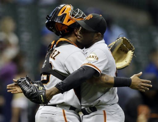 Sanchez homers in 14th, Giants beat Brewers 4-3
