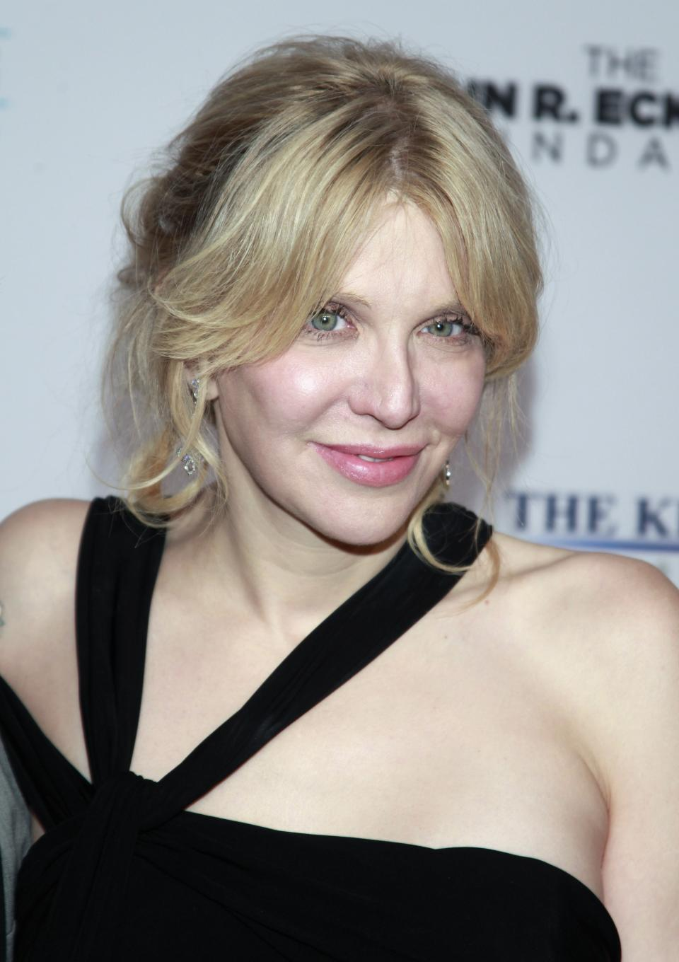 "Courtney Love arrives at the Elton John AIDS Foundation's 12th Annual ""An Enduring Vision"" benefit gala at Cipriani Wall Street on Tuesday, Oct. 15, 2013 in New York. (Photo by Carlo Allegri/Invision/AP)"