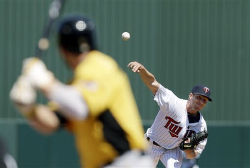 Cole De Vries fights for Twins' rotation job