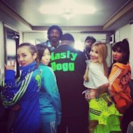 Snoop Dogg meets with 2NE1