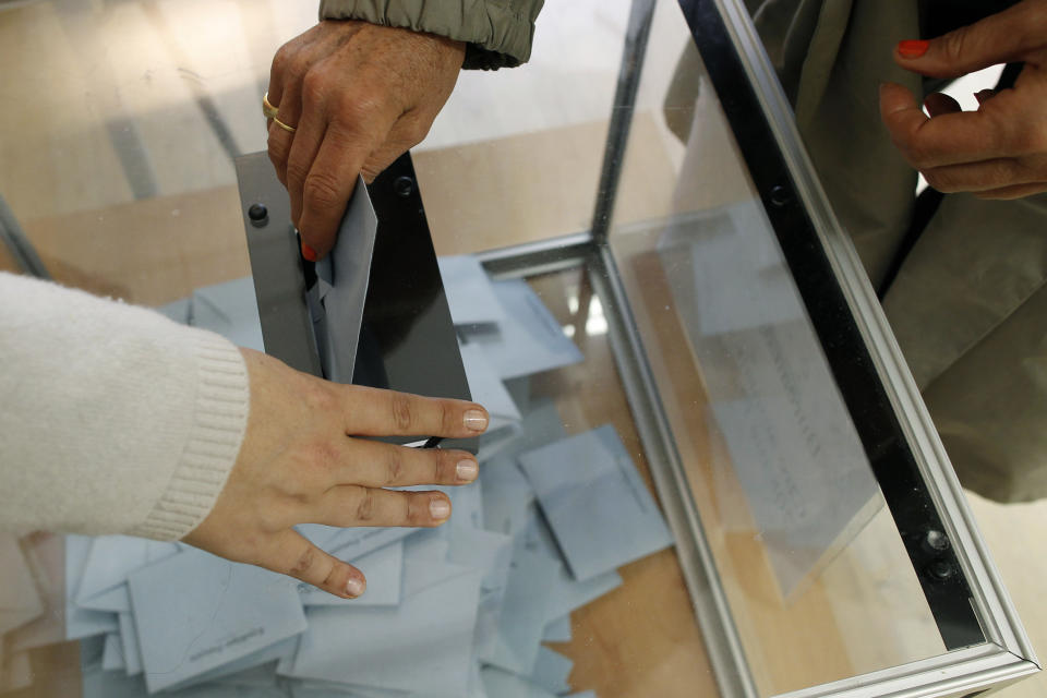 A voter casts her ballot for the second round of the presidential elections in Paris Sunday May 6, 2012. The election could see Socialist challenger Francois Hollande defeat incumbent Sarkozy by capitalizing on public anger over the government's austerity policies. (AP Photo/laurent Cipriani)
