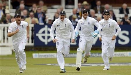 England's Jonathan Trott, Graeme Swann (2nd L), Matt Prior (2nd R) and Alastair Cook (R) celebrate after the dismissal of New Zealand's Kane Williamson during the first test cricket match at Lord's cr