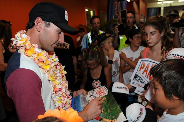 Joel Parkinson Arrives Home To The Gold Coast