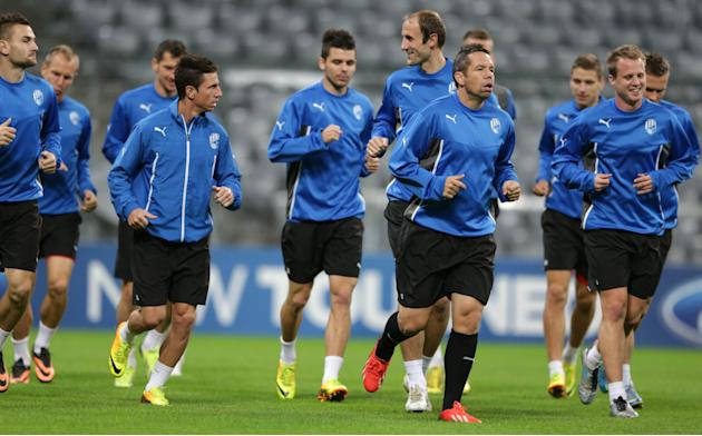 Plzen's team captain Pavel Horvath, center, leads his team during a training session in Munich, southern Germany, Tuesday, Oct. 22, 2013, ahead of the Champions League group D soccer match between FC