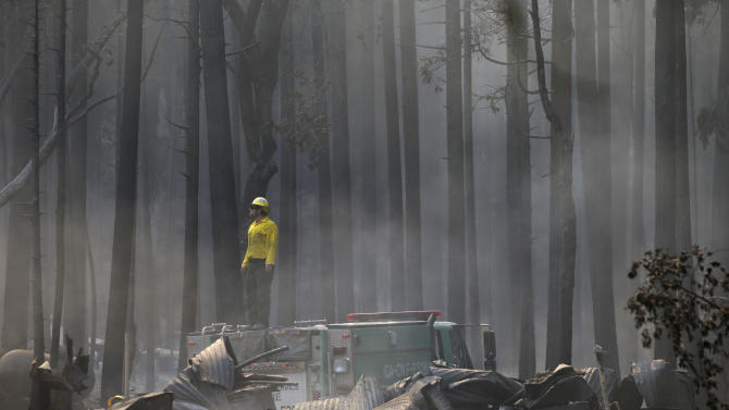 Crews report progress against Yosemite-area fire