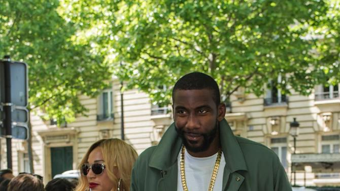 U.S basketball player Amar'e Stoudemire, right, and his wife Alexis Welch arrive at Balmain men's Spring/Summer 2016 collection, during Mode a Paris, in France, Saturday, June 27, 2015. (AP Photo/Kamil Zihnioglu)