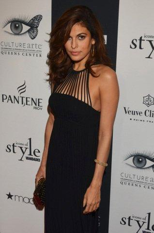 "Celebrity Ambassador for Pantene Eva Mendes Receives ""Mujer Vanidades"" Award at Vanidades Icons of Style in New York City"
