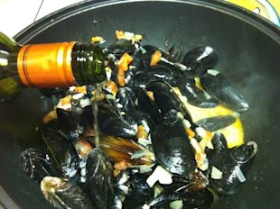 Mussels in Chilean chardoany
