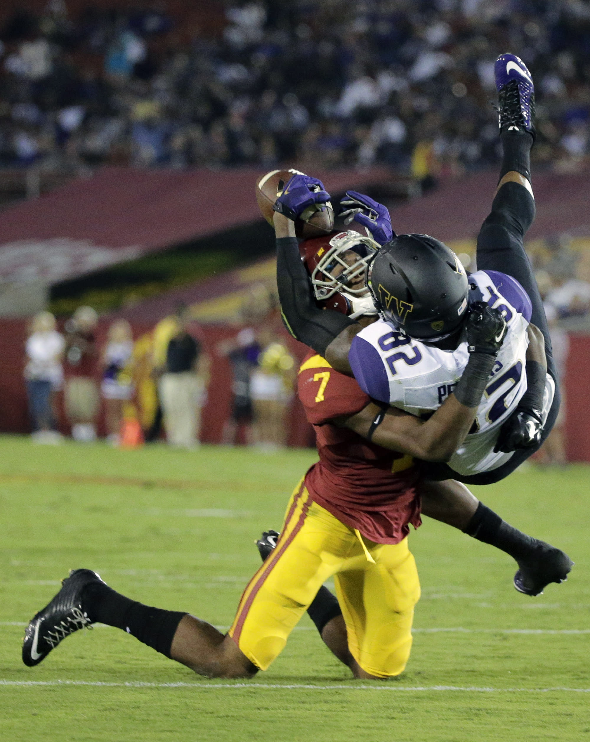 Washington gets defensive, holds on to beat No. 17 USC 17-12