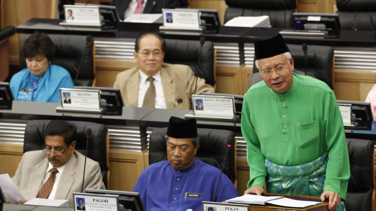 Malaysian Prime Minister and Finance Minister Najib Razak, right, unveils the Malaysia's 2013 budget at Parliament in Kuala Lumpur, Malaysia, Friday, Sept. 28, 2012. Malaysia plans to splash $251.6 billion ringgit ($82.1 billion) next year with cash handouts, affordable housing and income tax cuts to shore up support for the ruling coalition ahead of looming general elections. (AP Photo/Vincent Thian)