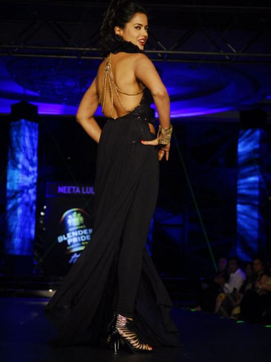 Images via : iDiva.comSameera Reddy walked the ramp for Neeta Lulla in her black backless creation. We love the embellished strings that hold the dress.Related Articles - Celeb Trend: Sexy Net SarisVo