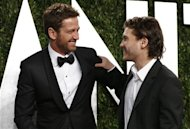Emile Hirsch (R) and Gerard Butler embrace at the 2013 Vanity Fair Oscars Party in West Hollywood, California February 24, 2013. REUTERS/Danny Moloshok