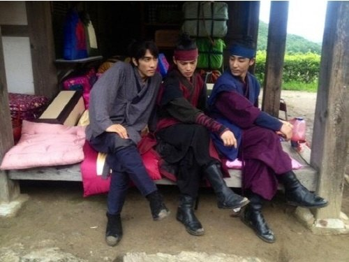 Photo of Song Seung Heon and his trio