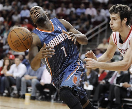 Scola, Dragic lead Rockets' rout of Charlotte
