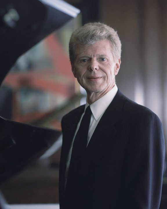 Pianist Van Cliburn poses for a portrait at the Steinway & Sons showroom in New York on March 18, 1994.   Renowned classical pianist Van Cliburn has been diagnosed with advanced bone cancer and is res
