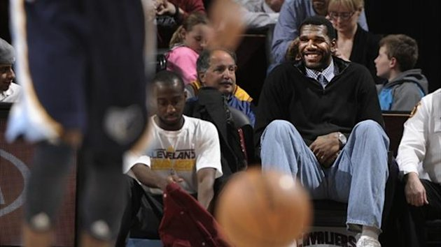 Greg Oden enjoys the game between the Cleveland Cavaliers and the Memphis Grizzlies at The Quicken Loans Arena (AFP)