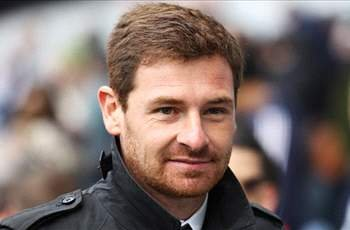 Hoddle: Villas-Boas will be under pressure at Tottenham because of his Chelsea past