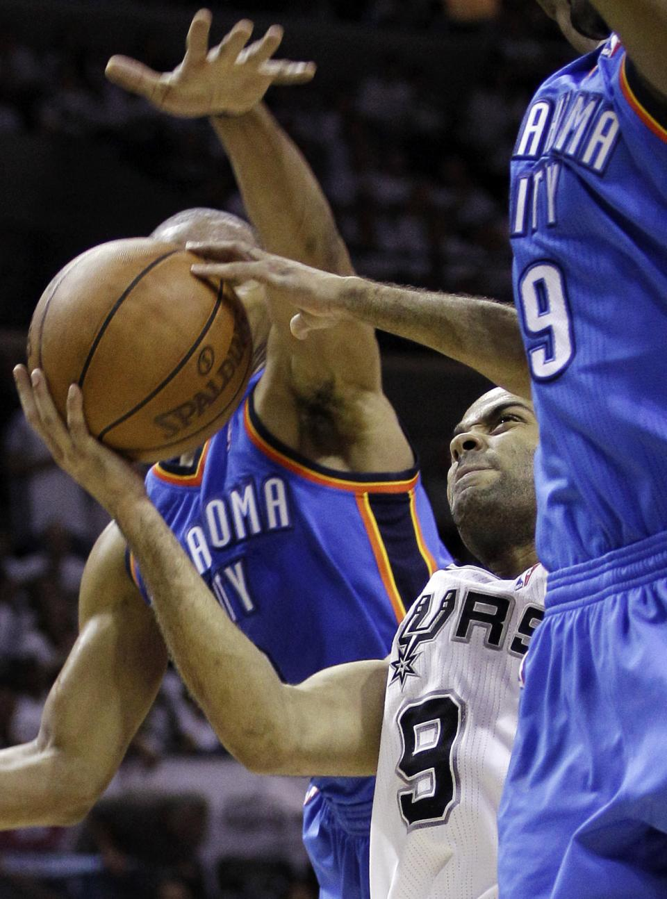 San Antonio Spurs point guard Tony Parker (9), of France, shoots between Oklahoma City Thunder point guard Russell Westbrook, left, and Serge Ibaka (9) during the first half of Game 5 in the NBA basketball Western Conference finals, Monday, June 4, 2012, in San Antonio. (AP Photo/Eric Gay)