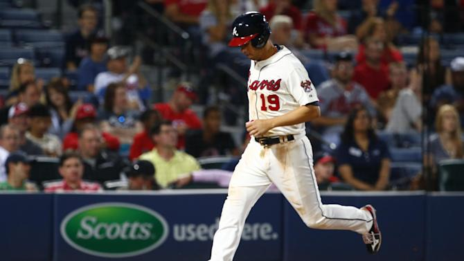 Atlanta Braves' Andrelton Simmons scores on a home run hit by center fielder Cameron Maybin during the ninth inning of a baseball game against the Cincinnati Reds on Saturday, May 2, 2015 in Atlanta. (AP Photo/Kevin Liles)