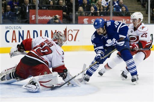 Ward stops 32, Hurricanes beat Leafs 3-0