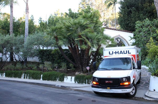 Moving Truck At Robert Pattinson &amp; Kristen Stewart&#x2019;s Home
