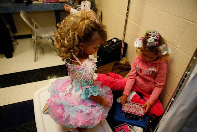 "Daylee with another contestant backstage at the Southern Celebrity Beauty Pageant in Charleston, West Virginia as seen in ""Toddlers & Tiaras."""