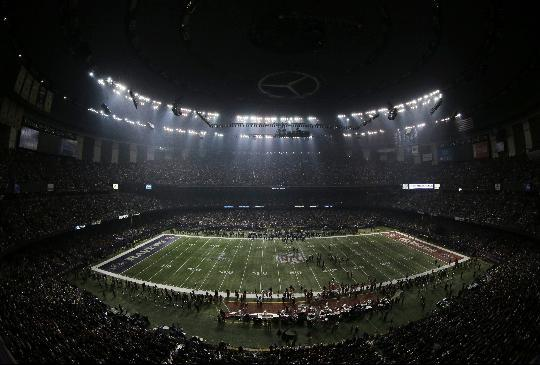 Fans and members of the Baltimore Ravens and San Francisco 49ers wait for power to return in the Superdome during an outage in the second half of the NFL Super Bowl XLVII football game, Sunday, Feb. 3