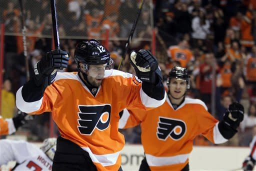 Gagne scores in 1st game back with Flyers