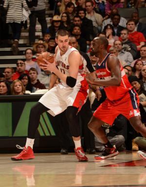 Valanciunas has career night, Raptors beat Wizards