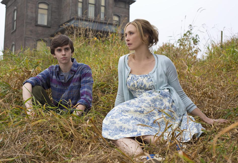 "This undated publicity image released by A&E shows Freddie Highmore as Norman Bates, left, and Vera Farmiga as Norma Bates in a scene from A&E's ""Bates Motel,"" premiering Monday, March 18, 2013 at 10 p.m. on A&E. (AP Photo/A&E, Joe Lederer)"