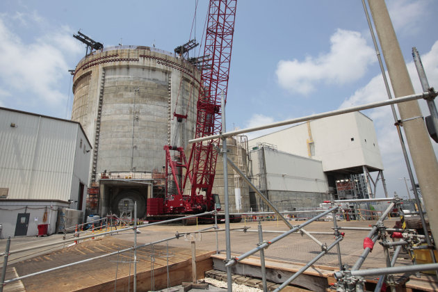 <p>               FILE - The reactor building at the Crystal River Nuclear Plant seen during a tour held for broadcast and print media, in Crystal River, Fla., Tuesday, June 14, 2011. Charlotte, N.C.-based Duke Energy said Tuesday, Feb. 5, 2013 it will permanently close its Crystal River Nuclear Plant north of Tampa, after botched repairs and use $835 million from an insurance settlement to refund consumers forced to pay for higher-cost replacement power. The nuclear plant o has been shut down since 2009, when its concrete containment building cracked during a maintenance and upgrade project.(AP Photo/Will Vragovic, Pool, File)