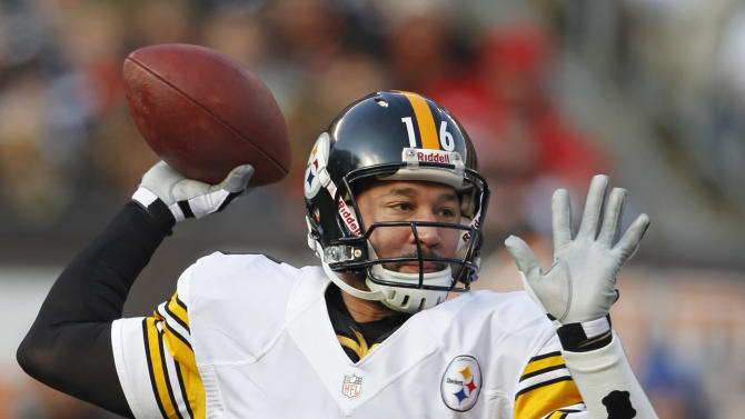 Pittsburgh Steelers quarterback Charlie Batch passes against the Cleveland Browns in the second quarter of an NFL football game on Sunday, Nov. 25, 2012, in Cleveland. (AP Photo/Ron Schwane)