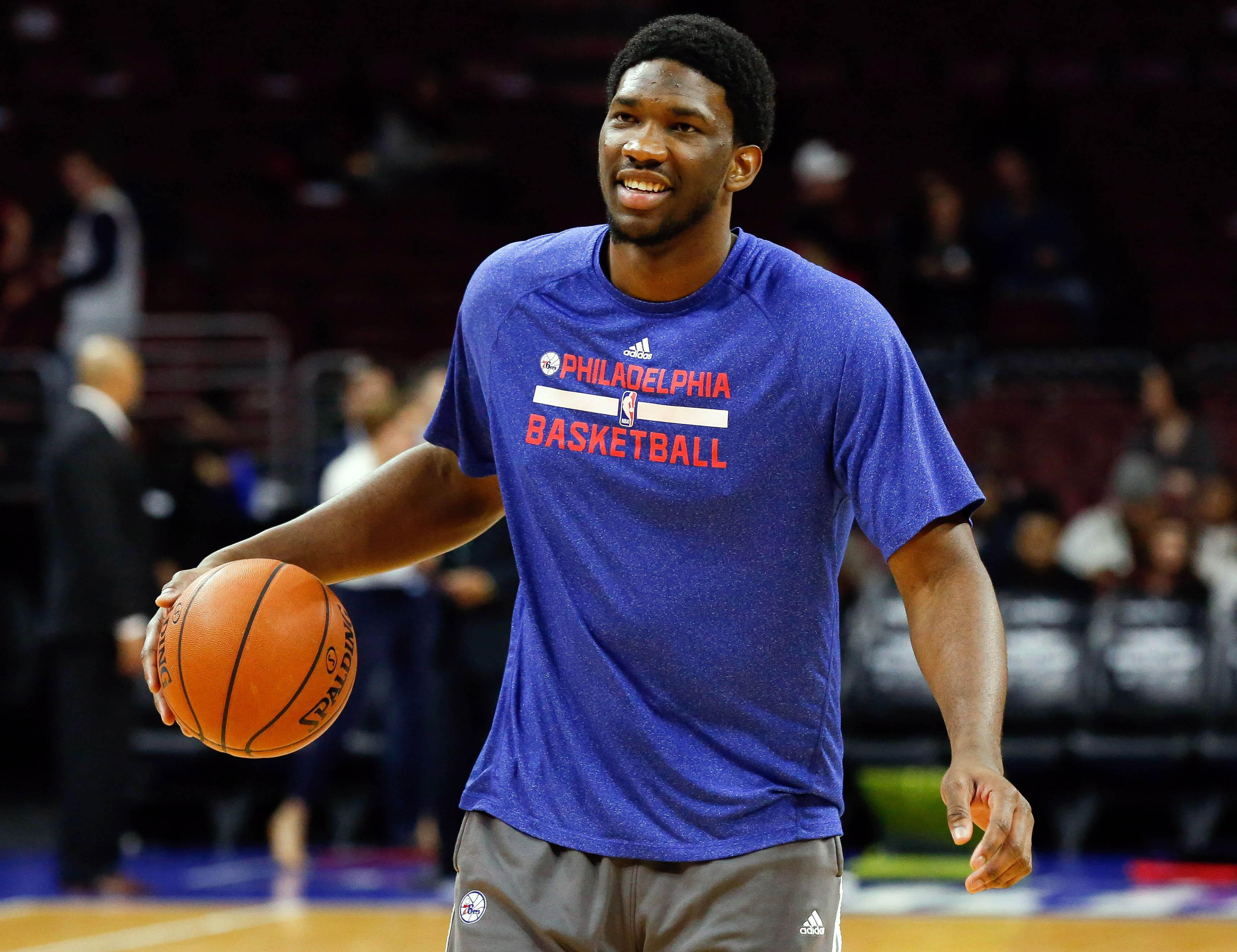 Joel Embiid dunks through the legs, still isn't playing for Sixers