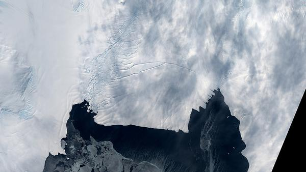 Antarctic Glacier Primed to Form Iceberg