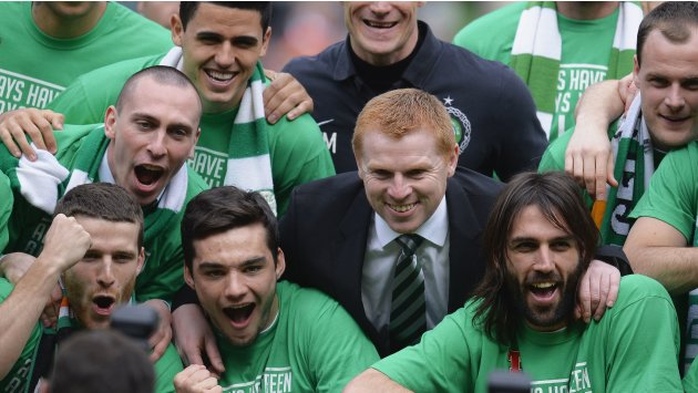 Celtic manager Lennon celebrates victory with team against Inverness Caledonian Thistle during Scottish Premier League soccer match in Glasgow