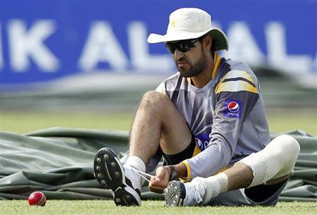 Pakistan's Umar Gul attends at a practice session ahead of their second test cricket match against Sri Lanka, in Colombo June 29, 2012. REUTERS/Dinuka Liyanawatte/Files