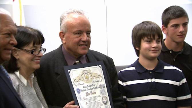 Rescuer honored 19 yrs after Northridge quake