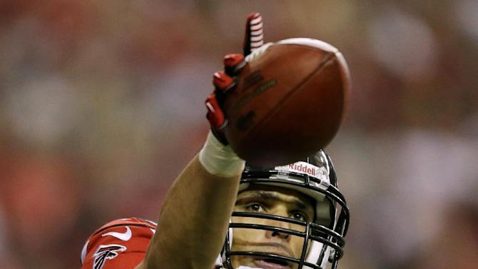 Atlanta Falcons' Tony Gonzalez celebrates after his 10-yard touchdown reception during the first half of the NFL football NFC Championship game against the San Francisco 49ers Sunday, Jan. 20, 2013, in Atlanta. (AP Photo/David Goldman)