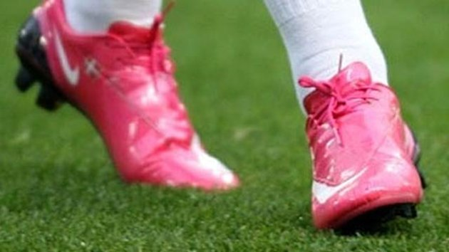 FOOTBALL 2008 Nicklas Bendtner&#39;s pink boots