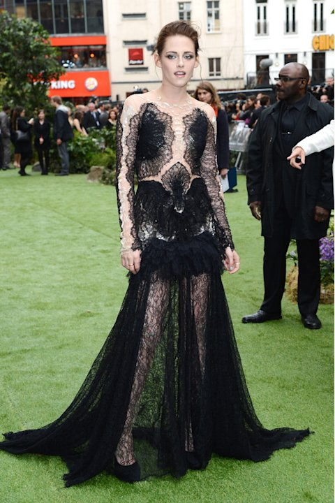 Kristen Stewart Dresses Like Snow White At Snow White and The Huntsman Premiere