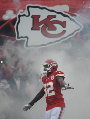 Chiefs' Bowe cleared to play; Fisher hurts groin