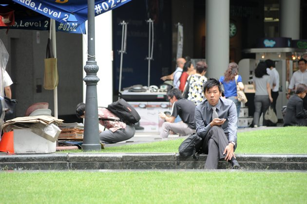 Singapore adults are the eighth wealthiest people in the world. (Yahoo! file photo)