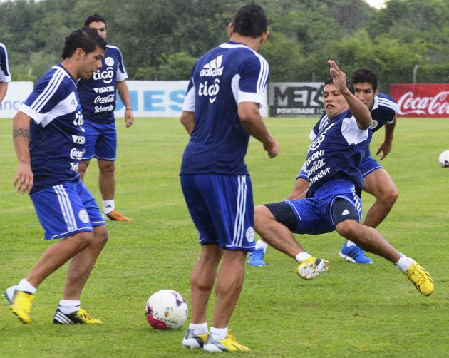 Paraguay's Ortiz and Ramirez attend a training session in Ypane