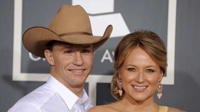 """CORRECTS SPELLING OF TY'S LAST NAME IN SECOND REFERENCE TO MURRAY - FILE - This Feb. 13, 2011 file photo shows Jewel, right, and her husband Ty Murray at the 53rd annual Grammy Awards in Los Angeles. Jewel and her husband are divorcing after a 16-year relationship. The 40-year-old singer wrote in a letter posted on her website Wednesday, July 2, 2014, that she and Ty Murray want their separation """"to be nothing less loving than the way we came together."""" Jewel and Murray were married in 2008. They have a son named Kase. (AP Photo/Chris Pizzello, File)"""