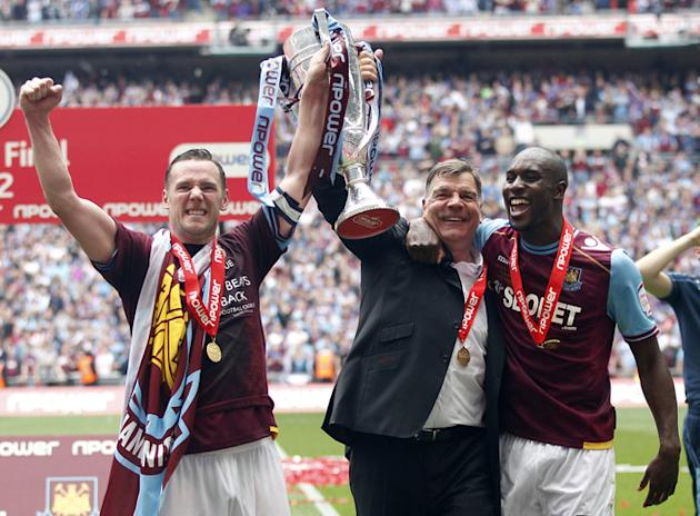 West Ham United's Captain Kevin Nolan (L), Manager Sam Allardyce And Goal-scorer Carlton Cole (R) Celebrate With The AFP/Getty Images