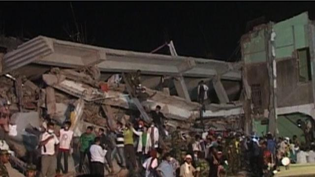 Bangladesh factory collapse death toll at 290