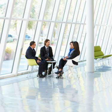 Businesspeople-having-meeting-in-office_web